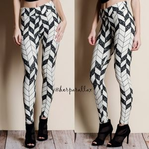 Pants - Geometric Super Soft Leggings